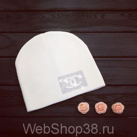 Белая шапка со стразами