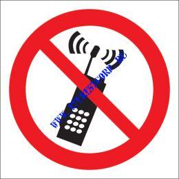 Запрещается пользоваться мобильным (сотовым) телефоном или рацией