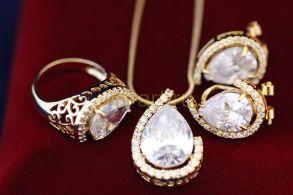 Комплект позолоченных украшений - серьги, кольцо и подвеска с цепочкой (арт. 800232)