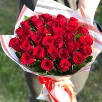 35 красных кенийских роз