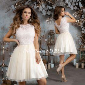 Светло-бежевое коктейльное платье