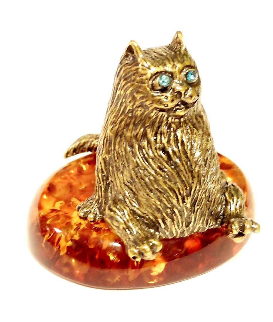 Фигурка на янтаре кот