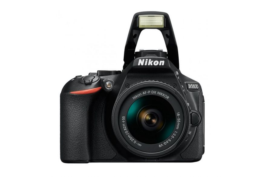 Nikon D5600 + 18-55 P VR