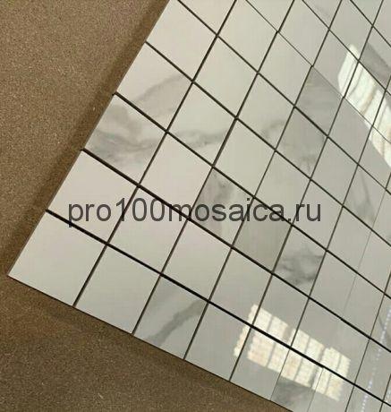 Мозаика Calacatta полированная 298*298 мм (чип 48х48х10 мм, арт. BMB8561М2)
