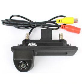 Камера заднего вида Skoda Rapid в ручку багажника (2012-2015)