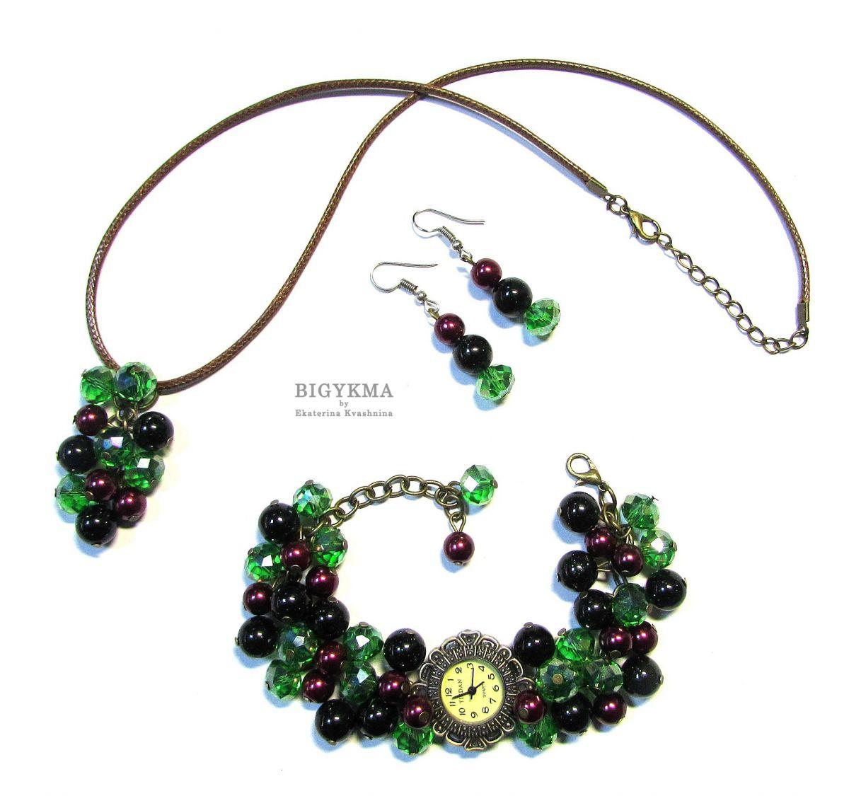 """Часы с зеленым авантюрином """"Богема"""". Комплект украшений: часы, кулон, серьги с натуральными камнями."""