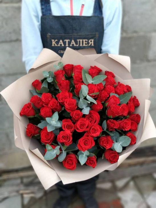 51 импортная роза с эвкплиптом