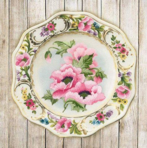 Набор для вышивания крестом Тарелка с розовыми маками. Гладь РТ 0075 фирма Риолис