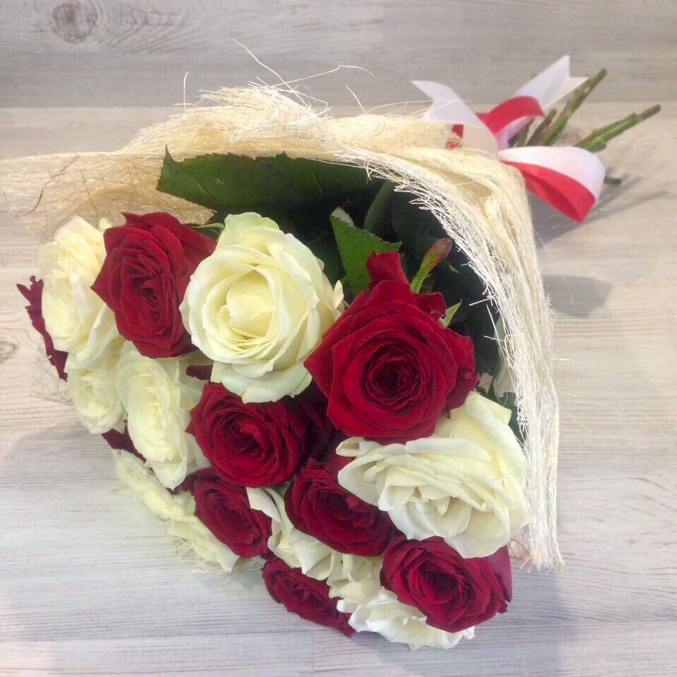 Роза Российская букет 19 штук «Вдвойне красивая»