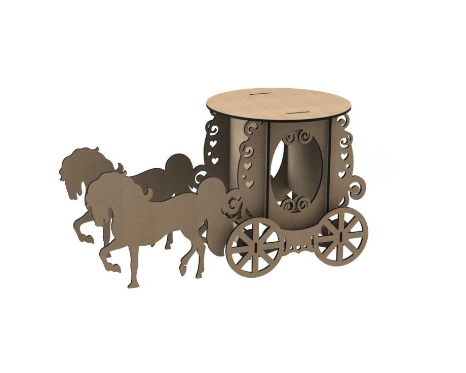 Декоративная карета с двумя лошадьми