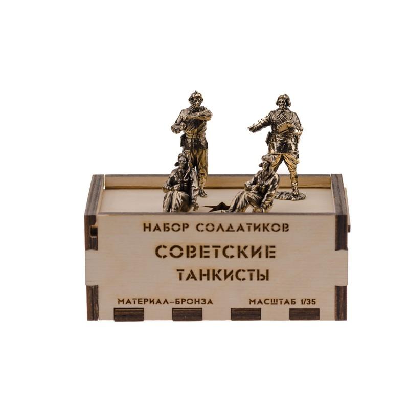 Набор солдатиков.Советские танкисты 4шт