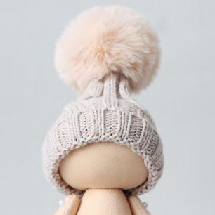 Вязаная шапочка для куклы Бежево-серая с помпоном