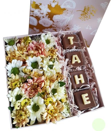 Цветочная коробочка с шоколадом