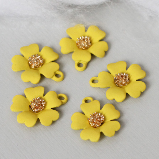 Кукольный аксессуар Подвеска Цветок жёлтый матовый