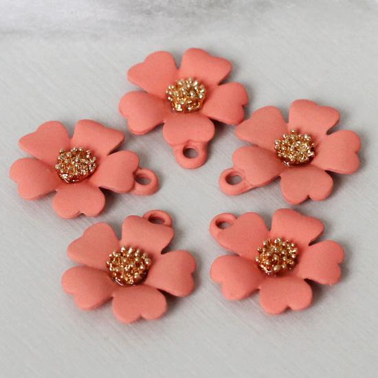 Кукольный аксессуар Подвеска Цветок коралловый матовый