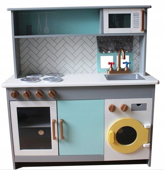 Кухня большая деревянная со стиральной машиной