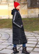 Черное женское утепленное пальто - отличный вариант для холодного времени года.