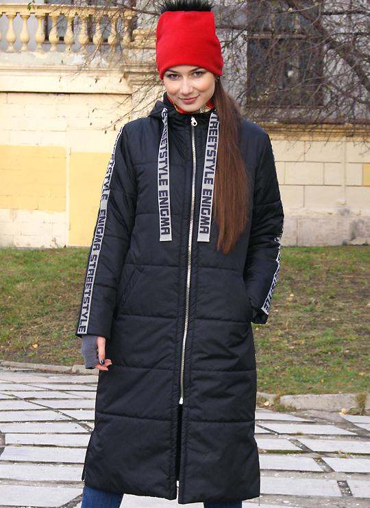 Черное пальто с лампасами
