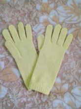 Кашемировые вязаные перчатки для Леди удлиненные с короткой манжетой (100% драгоценный кашемир), цвет светлый лимонный. CASHMERE SHORT CUFF GLOVES PALE LEMON