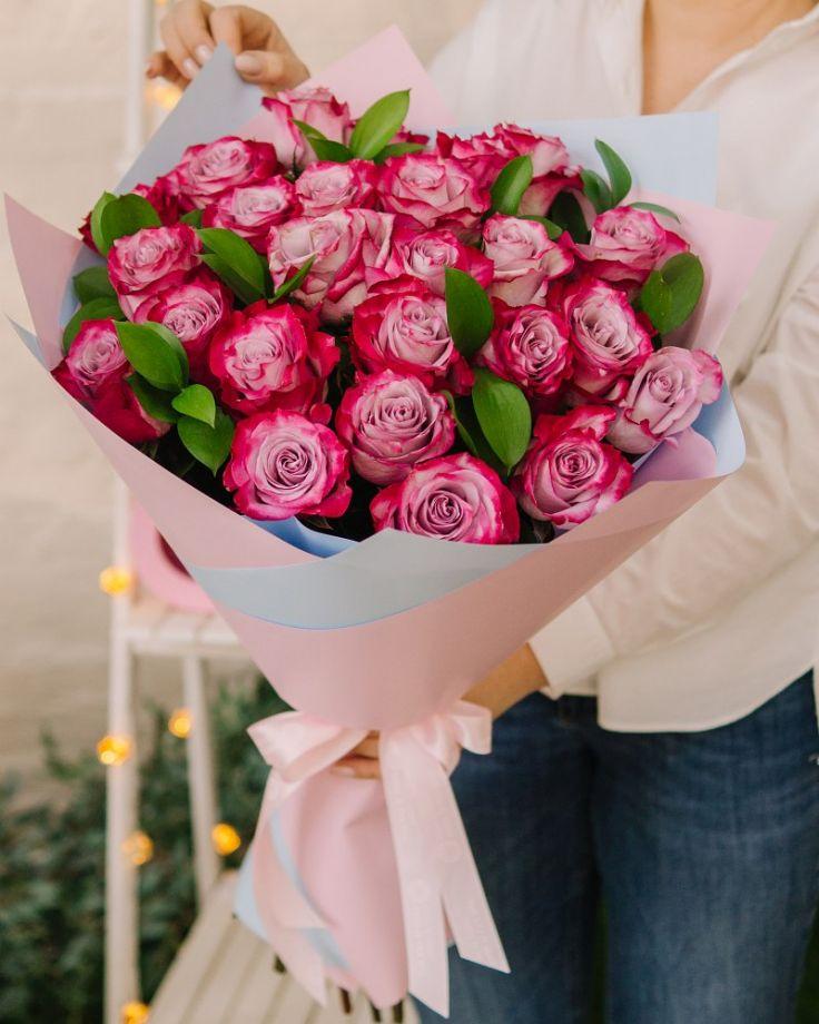 """Букет цветов из 25 роз """"Дип Пёрпл"""""""