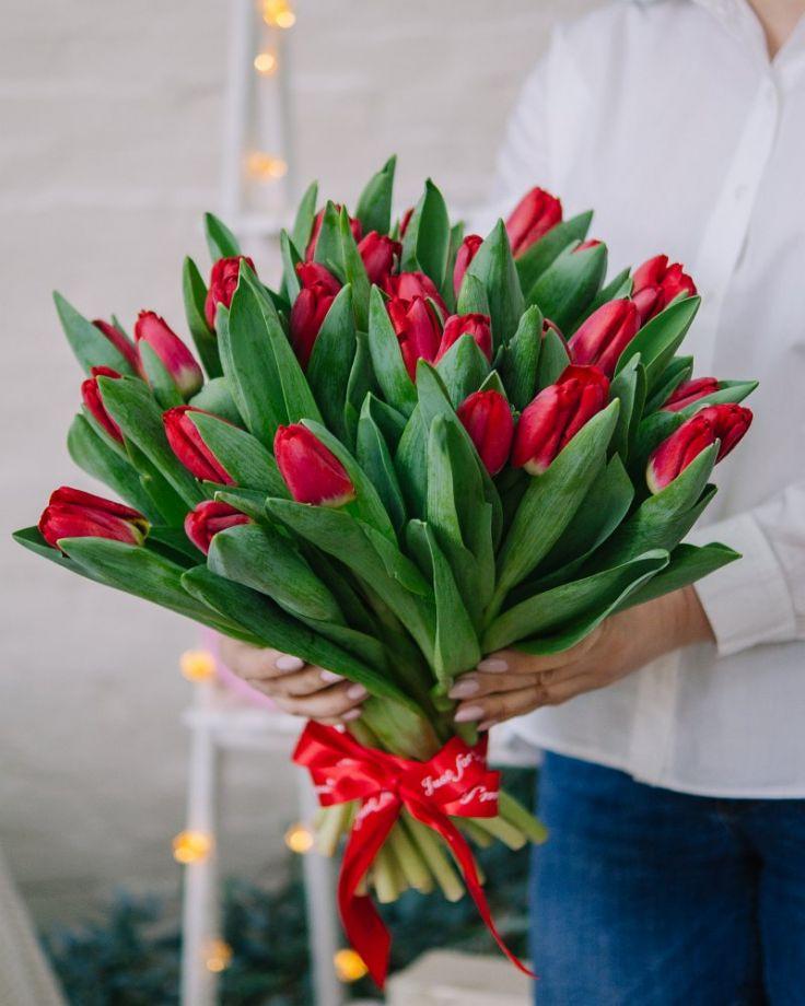 Букет цветов из 45 тюльпанов