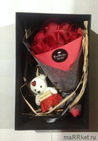 Набор из 7 мыльных роз в коробке с мишкой (красный)