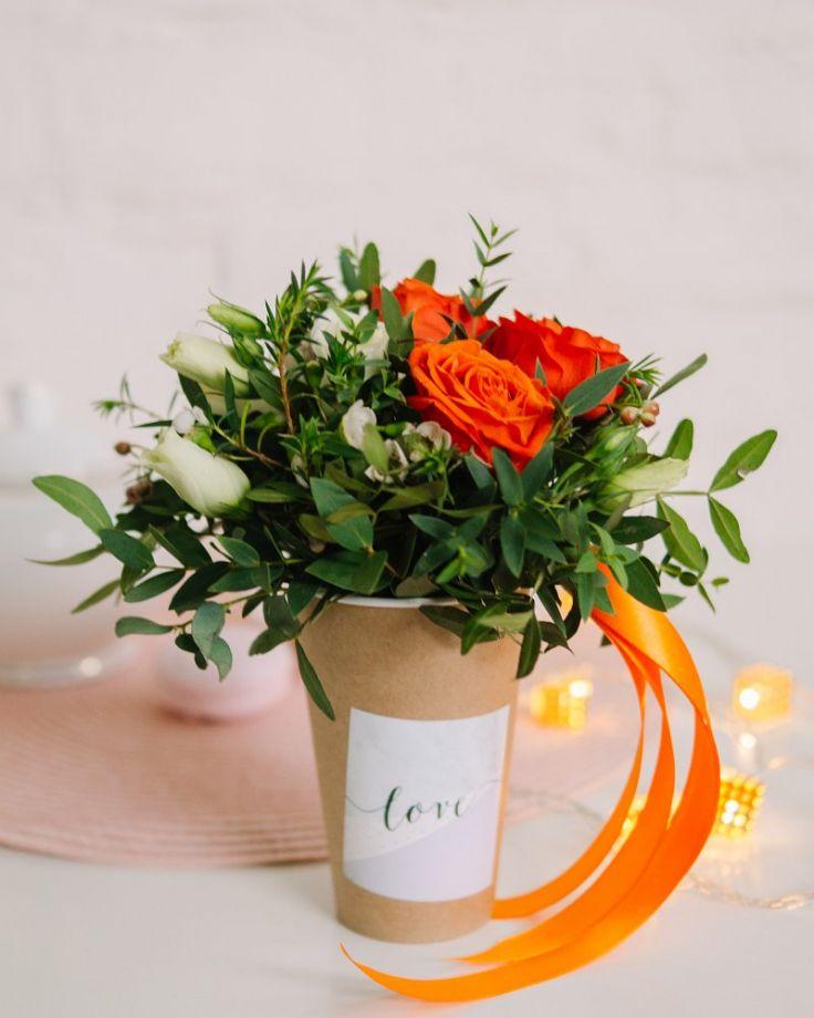 "Композиция с цветами в стакане ""Агнесс"""