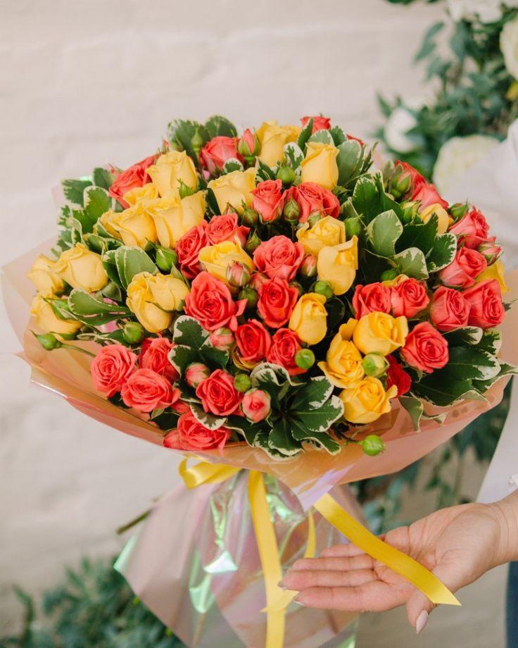 """Букет из 25 кустовых роз """"Летний день"""" c доставкой в Комсомольске"""