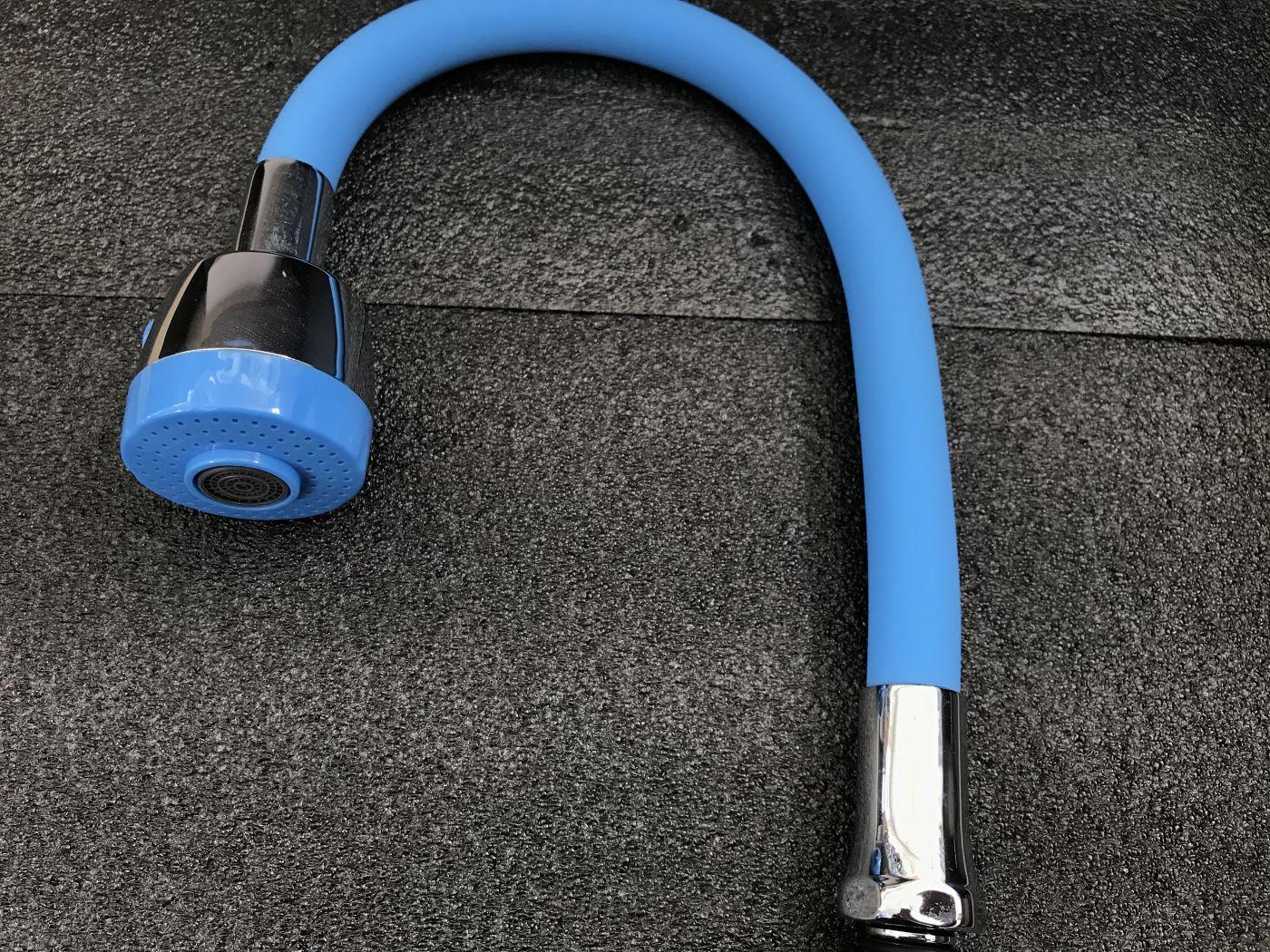 Гибкий излив для смесителя Vaserzberg VS-1BE (светло-синий)