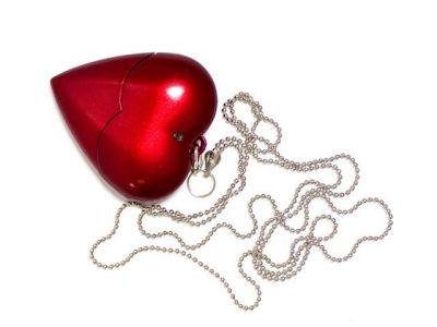 4GB USB-флэш накопитель Apexto U701A пластиковое сердце красное  с цепочкой