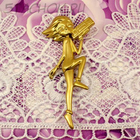 """Брошь """"Девушка с магнитофоном"""" цвет золота (AJC США)"""