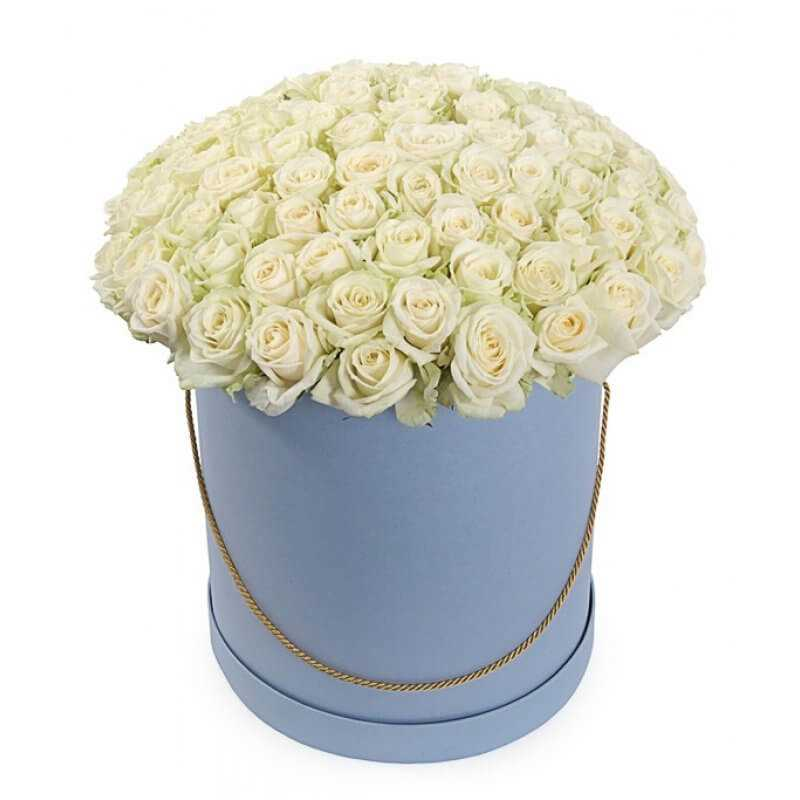 Белые розы в коробке