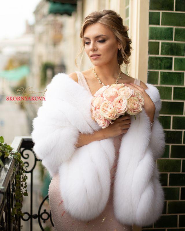 Белый палантин с розовым оттенком из песца качества luxe Saga Royal