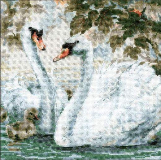 Набор для вышивания крестом Белые лебеди №1726 фирма Риолис