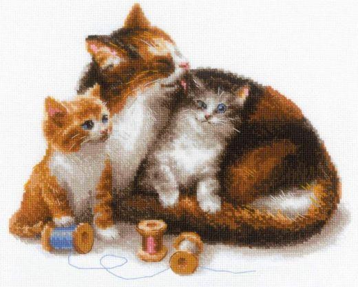 Набор для вышивания крестом Кошка с котятами №1811 фирма Риолис