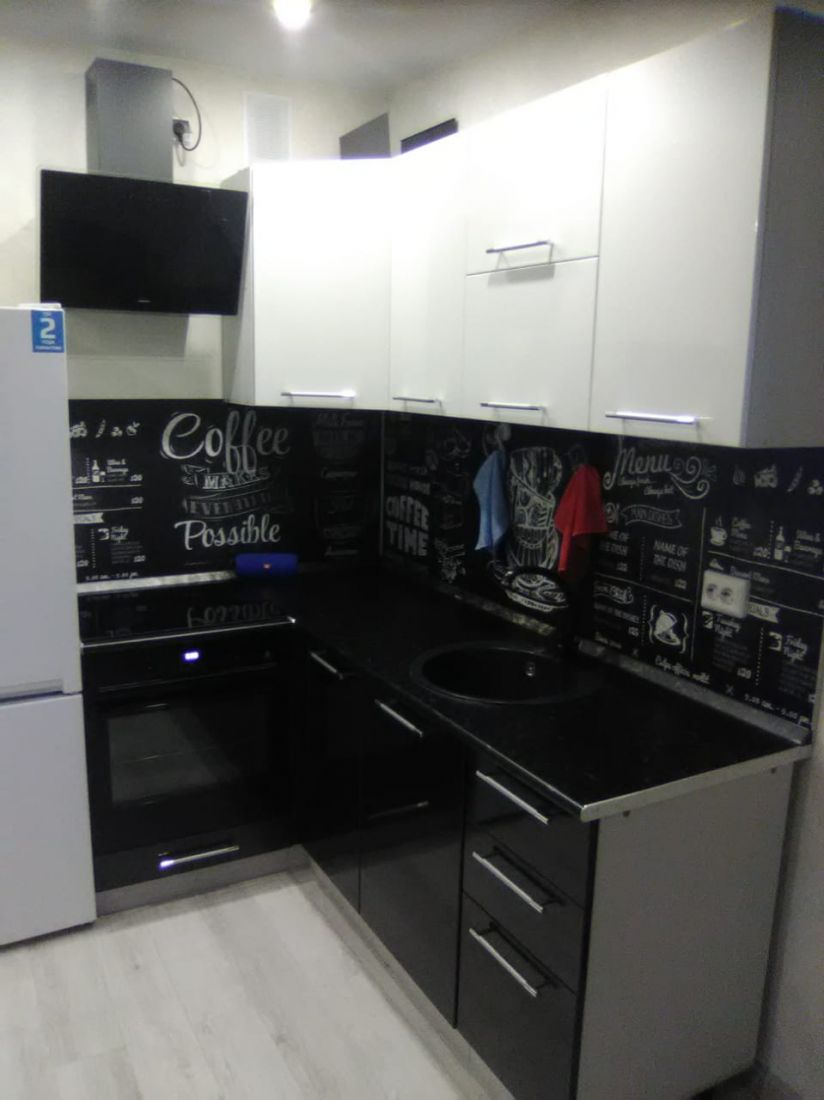 Кухонный гарнитур Олива белый/черный 1,2*1,9 м