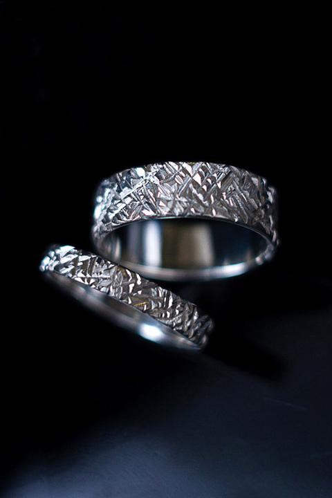 Обручальные кольца c текстурой