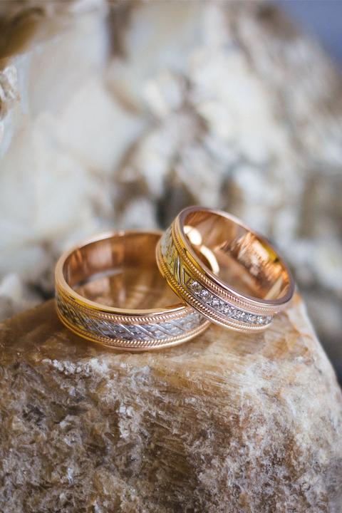 Обручальные кольца из красного золота 585 с родированием и фианитами