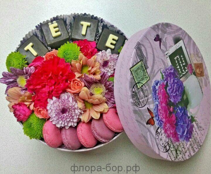 """Цветы в коробке """"Тете"""""""