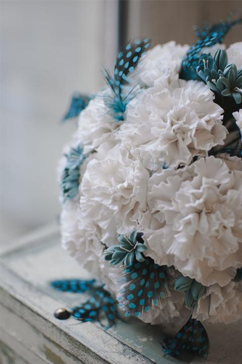 Букет невесты в бело- бирюзовом цвете