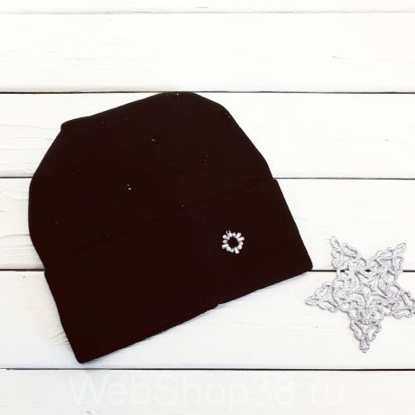 Черная шапка со стразами
