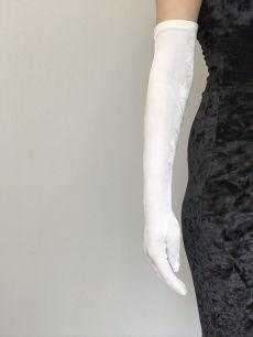 Белые бархатные перчатки