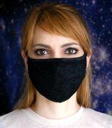 По периметру маска окантована мягкой резинкой для плотного прилегания