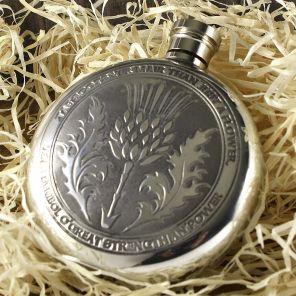 """Фляжка круглая из британского пьютера """"Чертополох- символ силы и власти""""- 6oz Round Tae A Thistle Flask"""