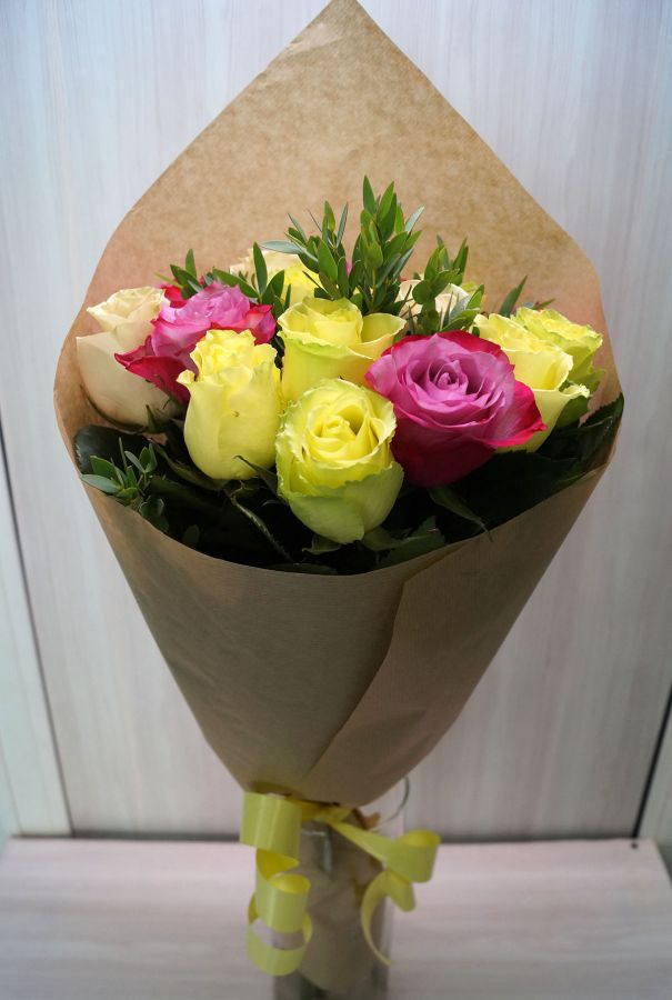 15 роз - микс с эвкалиптом (60 см)