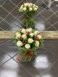 Букет из 15 роз и 7 гиперикума, зелени
