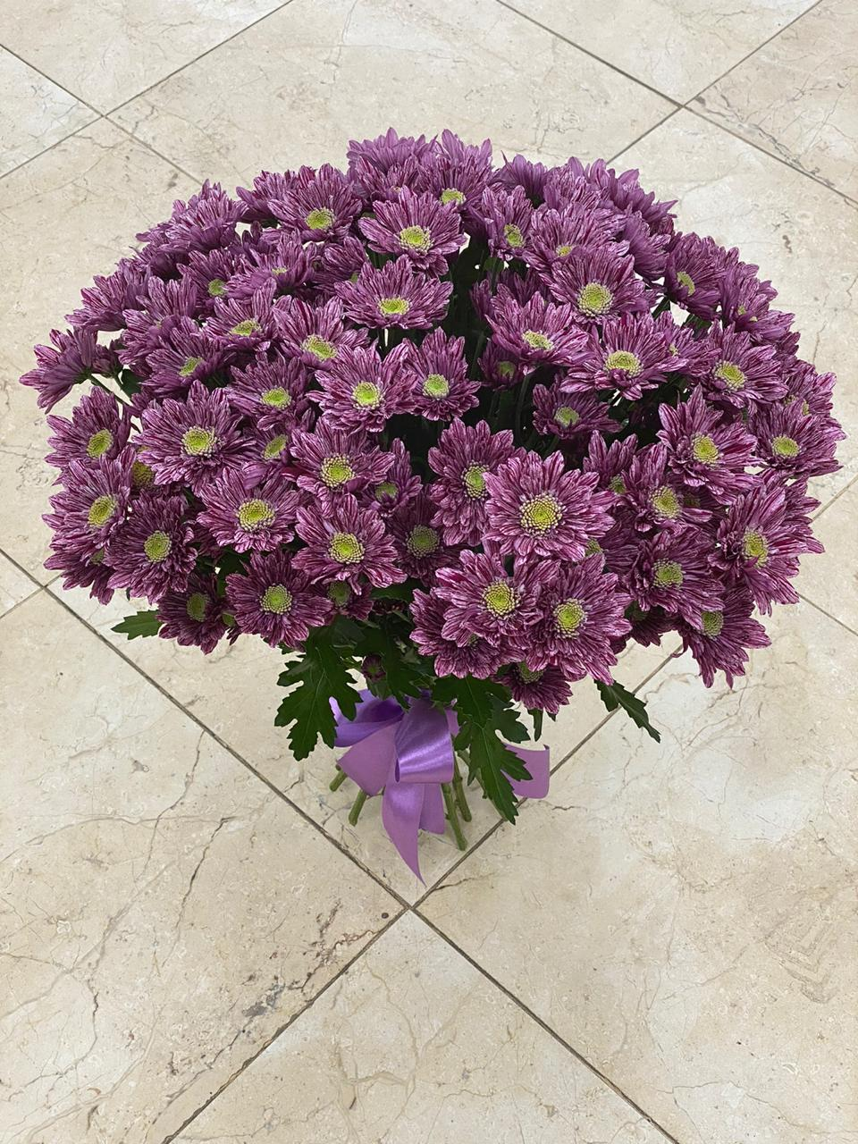 Букет из 15 хризантем кустовых фиолетовых
