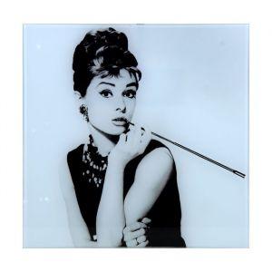"""Картина на стекле """"Одри Хепберн с мундштуком"""""""