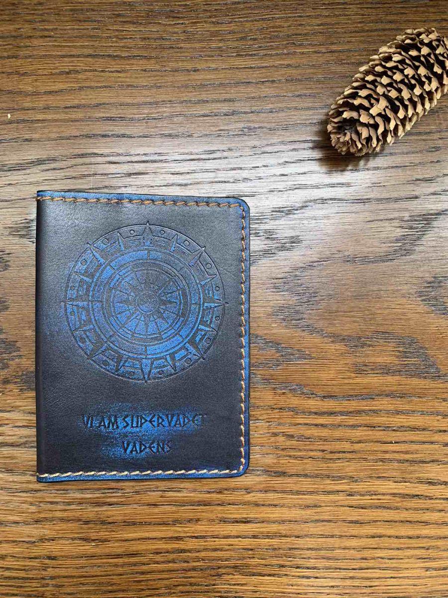 Обложка на паспорт и автодокументы Viam supervadet vadens — Дорогу осилит идущий