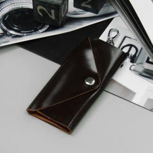 Ключница, отдел на клапане, карабин, цвет коричневый